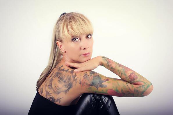 """Татуираните българи: Версия """"Жената в света на децата"""""""