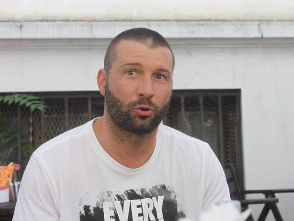 Alex P: Синът ми ще остане в България