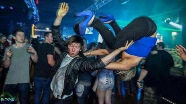 Как се мятат хората по нощните клубове