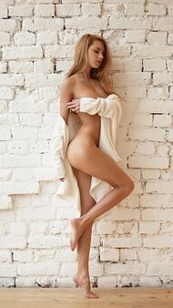 Момиче на деня: Алена Ушкова за Playboy