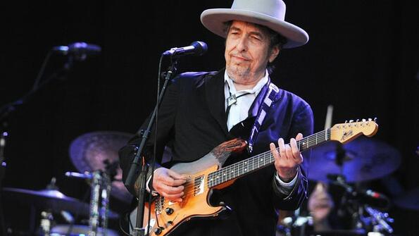 Боб Дилън не отговаря на обажданията на Нобеловия комитет
