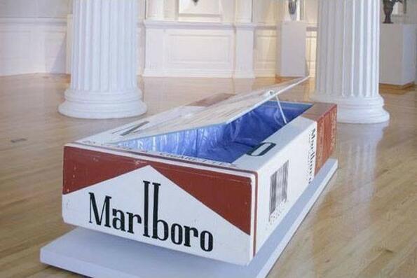 Гробoве с формата на кутия Marlboro, ботуш и прочие нелепи неща се произвеждат в Шотландия