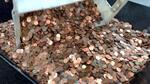 Американец си плати данъците с 5 градински колички, пълни с монети
