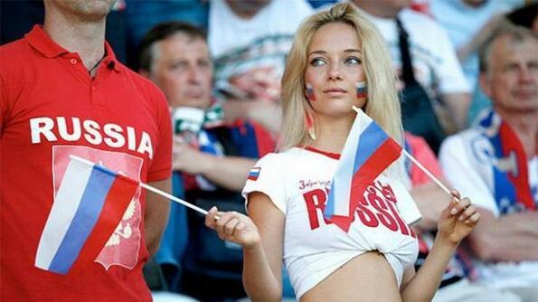 Най-сексапилните руски футболни фенки!