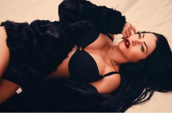 """<p>Клаудия е изключително привлекателен модел, който се подвизава в<a href=""""https://www.instagram.com/claudiaalende/"""" target=""""_blank"""">Instagram</a>. Определено има обаятелно излъчване!</p>"""