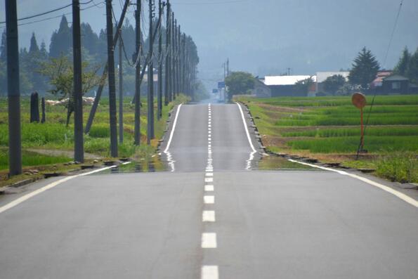 Защо през лятото ни се струва, че на пътя има локви?