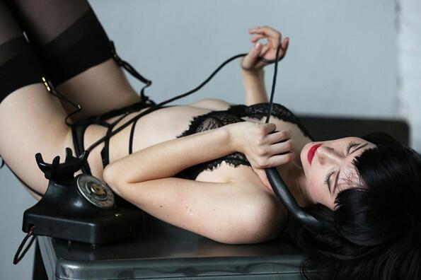 <p>Еротичната фотосесия е дело на фотографката Анастасия Осипова.</p>