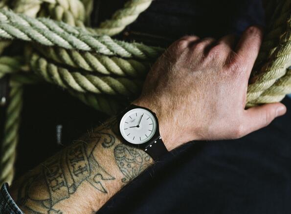 Втора кожа: часовниците Swatch SKIN