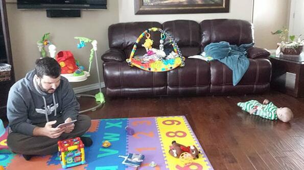 <p>Татковците не винаги могат да са вкъщидостатъчно, за да бъде забавлението пълно. Ето какво се случва, когато татко остане да гледа хлапето.</p>