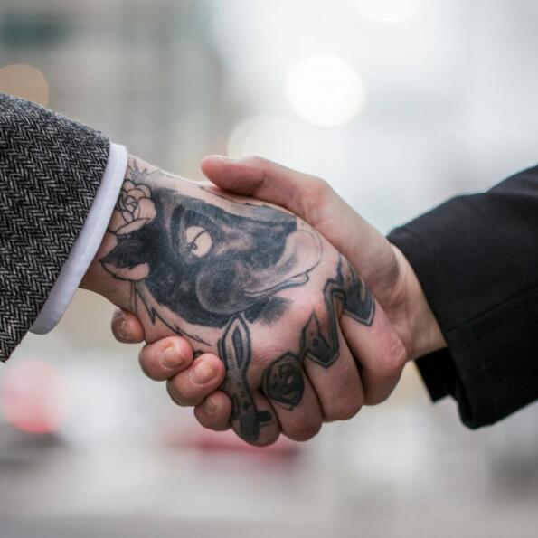 Най-приятелските работни места за татуираните хора