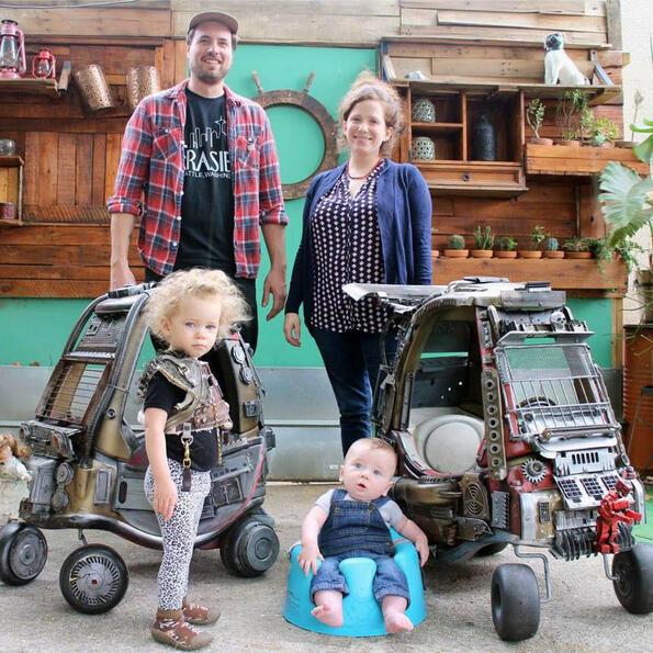 """Баща на месеца: да направиш на децата си колички като от """"Лудия Макс""""!"""