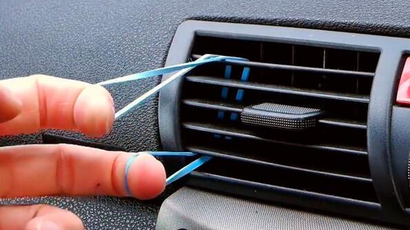 Съвет без думи: Направи си стойка за телефон в колата за 10 секунди!