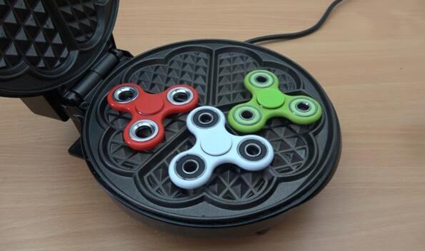 Гофретник vs. Fidget spinner