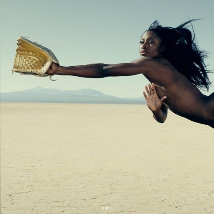 Избрани спортистки се снимаха голи в името на световния мир
