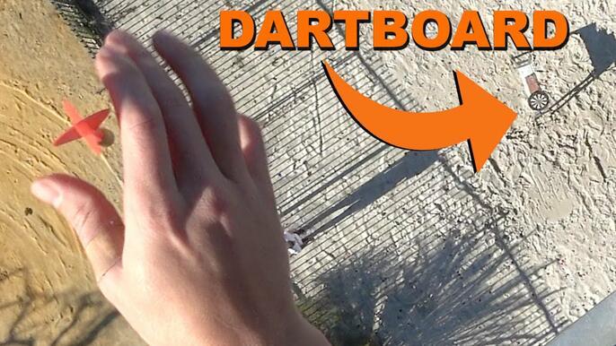 Екстремен дартс: възможно ли е да попаднеш в целта от 45 метра?!