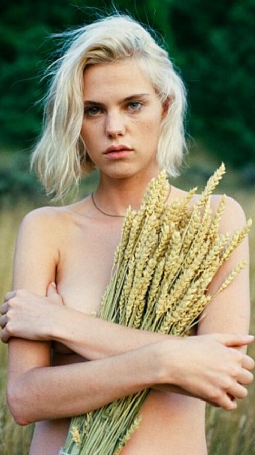 Момиче на деня: Юлия Алмендра