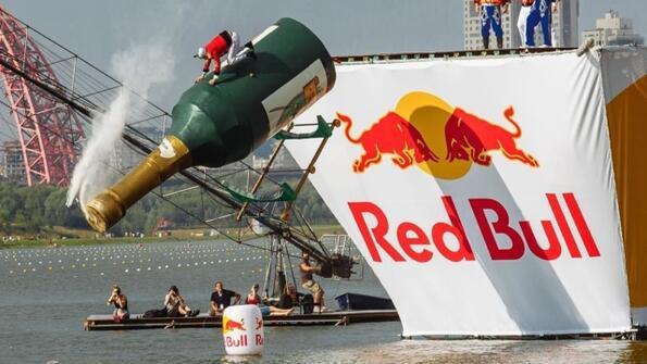 6 безумни летящи машини от фестивала Red Bull-2017