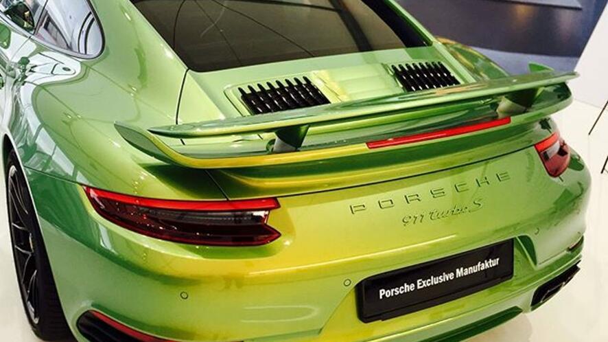 Зеленият фенер: Porsche 911 с боя за 97 000 долара?!