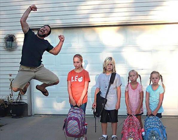 <p>ВСАЩдойде време да изпратят децата на училище. Родителите реагираха доста радостно на този факт, че чак заснеха щастието си и го споделиха с нас.</p> <p>Добре е да напомним, че и у нас първия учебен ден наближава все повече, така че скоро няма да имате пискащи дечица вкъщи по цял ден.</p>