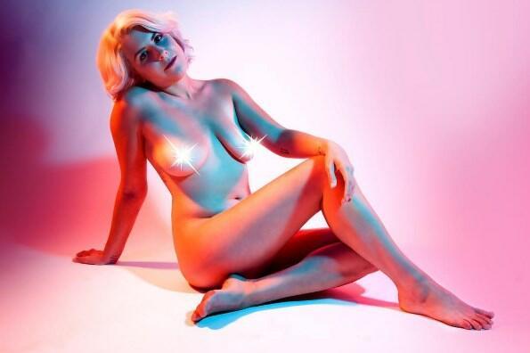 """<p>Събитието """"<span style=""""background-image: url(../img/wline.gif); background-color: #ffffff;"""">Slutwalk</span>"""" на<span style=""""background-image: url(../img/wline.gif); background-color: #ffffff;"""">Амбър</span><span style=""""background-image: url(../img/wline.gif); background-color: #ffffff;"""">Роуз</span>, чиято цел е да сложи край на изнасилванията, обвиняването на жертвите на насилие и подигравките относно телата на хората, се<span style=""""background-image: url(../img/wline.gif); background-color: #ffffff;"""">промотира</span>по най-красивия начин.</p>"""