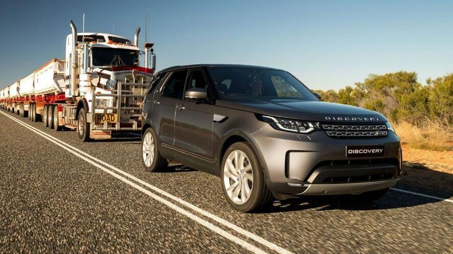 Land Rover Discovery изтегли тир със 7 ремаркета!