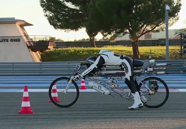 Айде на бас, че можеш да вдигнеш 333 км/ч с вело...велооо, абе с колело!