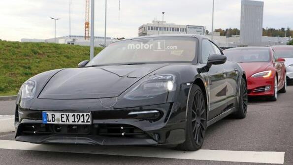 Най-накрая показаха електромобила на Porsche! Виж го и ти!