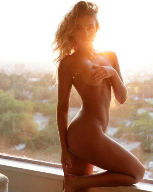 <p>Има ли нещо по-очарователно от гола жена?</p>