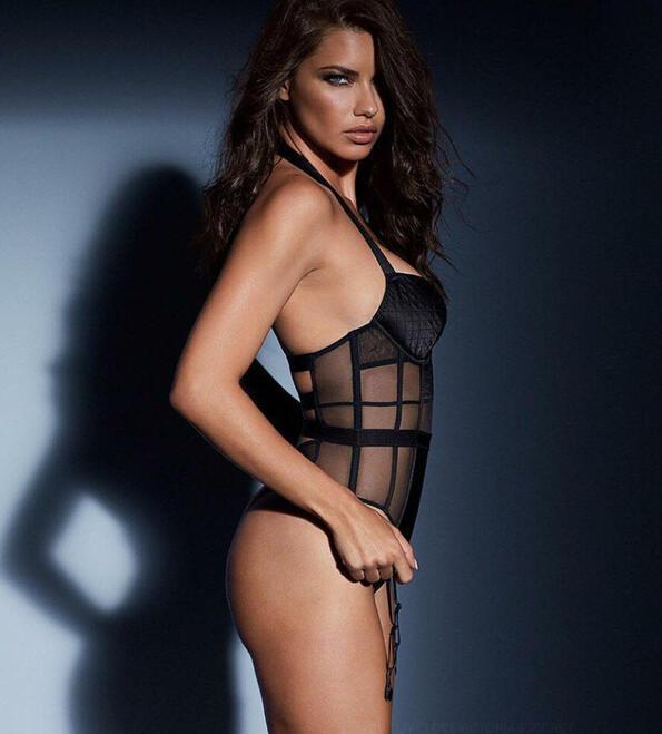 Адриана Лима по прозрачно бельо в нова реклама