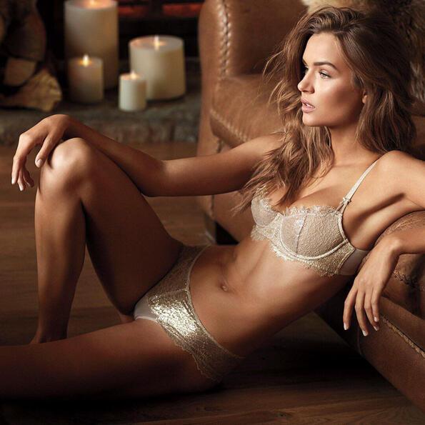 Извънредно гореща зима с новата реклама на Victoria's secret
