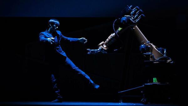 Танцът на робот и човек: нов вид изкуство!
