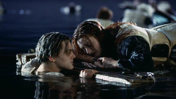 """Джеймс Камерън разкри истинската причина за смъртта на Джак в """"Титаник""""?"""