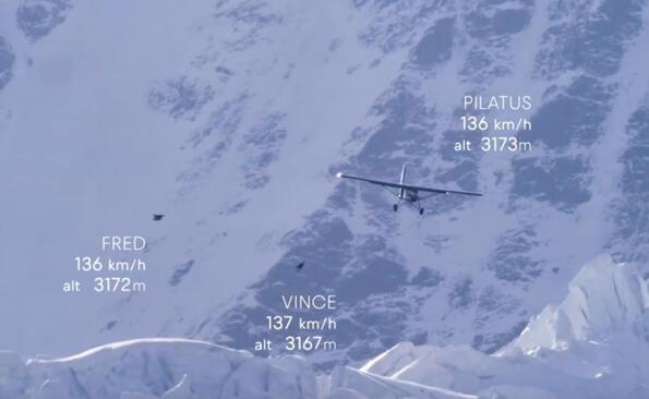 Екстремисти не скочиха от самолет, а влязоха в него!