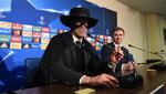 Ето защо един футболен треньор се появи на пресконференция облечен като Зоро!