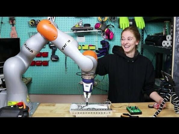 Как да направиш 2000 грозни картички за празниците с помоща на робот!