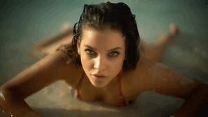 Най-горещите гифчета на модела Барбара Палвин
