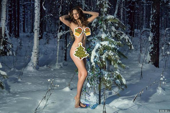 Вижте модела, който протестира чисто гол срещу изсичането на елхи