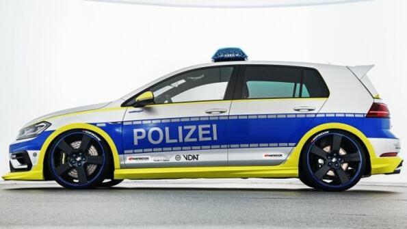 Полицейски Wolkswagen Golf R с 400 конски сили!