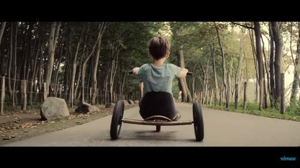 """От люлка до гроб: Разтърсващ късометражен филм на име """"BACKSTORY"""""""