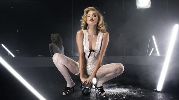 А показахме ли ви горещото видео на Елза Хоск?