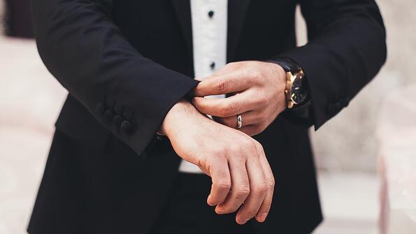 За какво служат копчетата на ръкавите на саката?