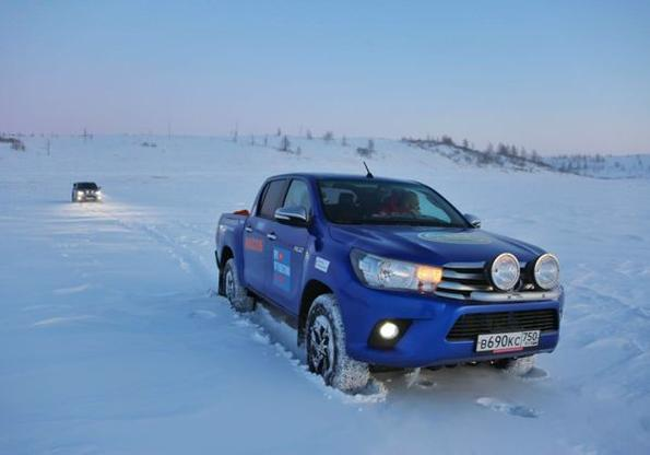 Toyota Hilux стигна до най-северното населено място на планетата и постави световен рекорд!