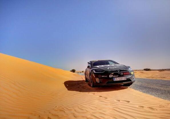 Tesla Model X покори и пустинята Сахара!