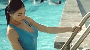 Гореща подборка гифчета с мацки, които излзат от басейна