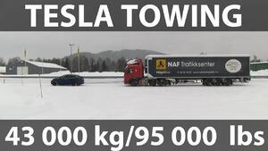 Гледай как Tesla Model X тегли 43-тонен камион в снега!