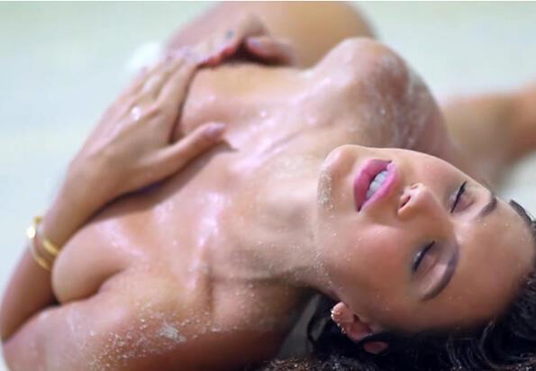 Алексис Рен ни светна как се снимат еротичните фотсесии