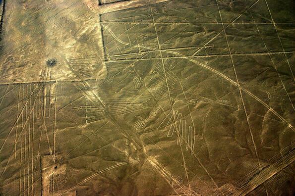 Намерено: гигантски рисунки на воини, гравирани в пустинните хълмове на Перу