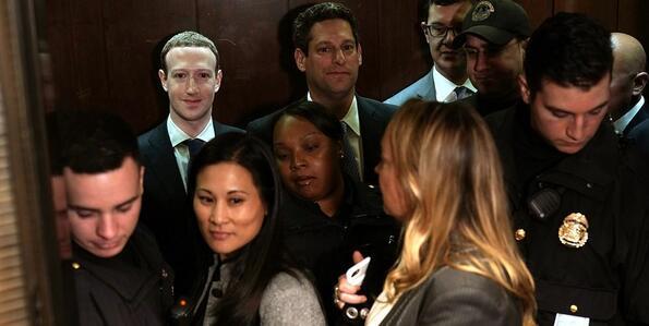 Робот ли е Марк Зукърбърг
