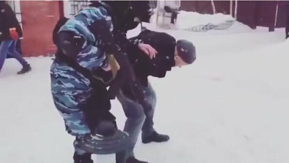 Как руските специални части контролират арестуваните!