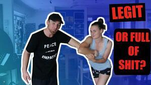 Момче и момиче проверяват истински ли са техниките за самоотбрана за жени!